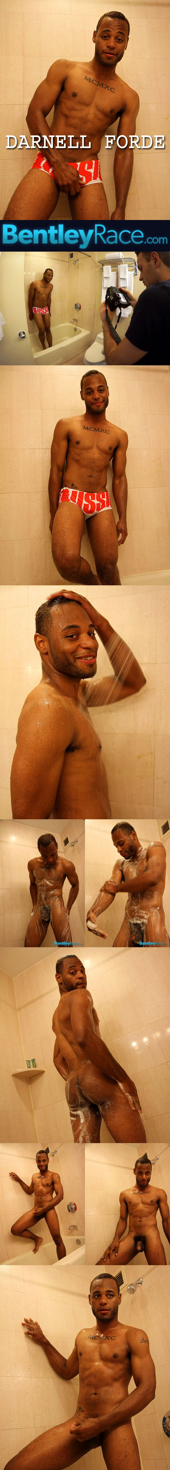 Darnell Forde jerks off in the shower